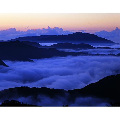 鏡山と雲海