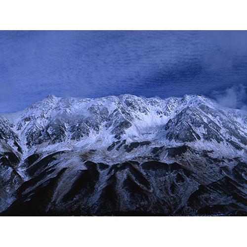 立山初冠雪